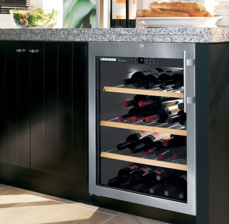 uwkes 1752 built in wine cabinets grand cru liebherr. Black Bedroom Furniture Sets. Home Design Ideas